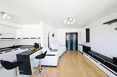 Moderne und luxuriöse Wohnzimmer Interieur. Keine Markennamen oder copyright-Objekte.