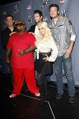 LOS ANGELES - OCT 28: Carson Daly, Adam Levine, Cee Lo Green, Christina Aguilera, Blake Shelton arri