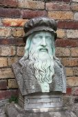 picture of leonardo da vinci  - A marble carving of the inventor and painter Leonardo Da Vinci - JPG