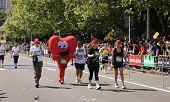 Corazón de ejecución de la carrera de maratón
