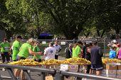 Marathon laufen Rennen Erfrischung