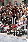 LOS ANGELES - 10 de JUL: Perla (esposa de Slash) en una ceremonia donde Slash es honrada con el St 2,473rd