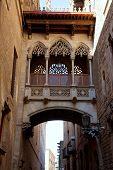 Barcelona Palau generalitat arco corredor en Barrio Gótico