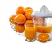 juice extractor with juice and ripe oranges