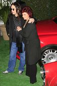 BEVERLY HILLS - NOV 26: Ozzy Osbourne, Sharon Osbourne at a preview of their Osbourne Memorabilia au