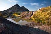 Pequeño lago de la vieja mina de carbón
