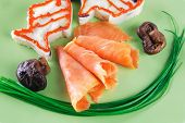 smoked salmon served with mashed potatoes on green