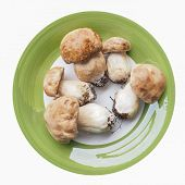 foto of boletus edulis  - Boletus edulis aka penny bun or porcino mushroom in a dish isolated over white - JPG