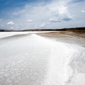 picture of crystal salt  - Snowy salt surface on brine lake - JPG