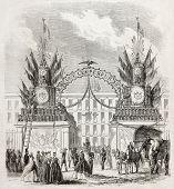 Vieja ilustración de una decoración arco celebrando la llegada de Napoleón III en Metz, regresando de St