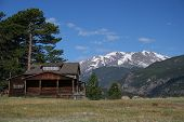 image of house woods  - A log cabin in the mountains in Colorado - JPG