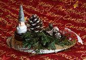 Weihnachtsgesteck mit Wichtel