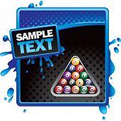 bolas de billar en publicidad de medios tonos azul y negro