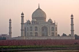 picture of mumtaj  - Taj mahal at sunset Uttar Pradesh Agra - JPG