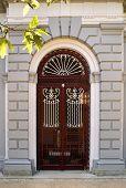 Detalhe arquitetônico de porta
