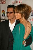 Marc Anthony and Jennifer Lopez at the 2009 Noche De Ninos Gala. Beverly Hilton Hotel, Beverly Hills
