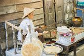 Seller Grill Crispy Rice Dough On Charcoal Stove