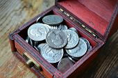 image of treasure chest  - Little treasure chest with american quarter of a dollar cents - JPG