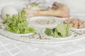 foto of seder  - Jewish seder plate - JPG