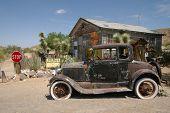viejo coche oxidada