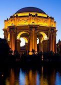 Постер, плакат: Дворец изящных искусств в ночное время в Сан Франциско