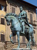 Florença - a estátua equestre de Cosme I de Médici.