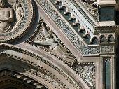 Florencia - Reachness de detalles en la fachada del Duomo
