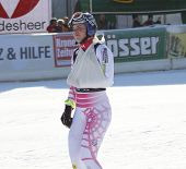 LIENZ, AUSTRIA 28 December 2009. Lindsey Vonn (USA) ski's with her arm in a sling after crashing out