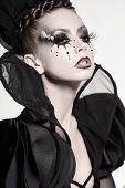 Постер, плакат: Красивая модель позирует как шахматная королева Фантазийный макияж