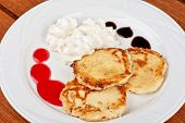 Cheese pancakes with sour cream and berry jam