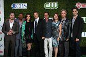 LOS ANGELES - 28 de julho: CSI: NY Cast - Buckley, Harper, Sela Ward, Gary Sinise, Giovinazzo, Belknap,