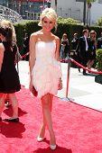 LOS ANGELES - AUG 21: Chelsea Staub kommt in die kreative Primetime Emmy Awards 2010 bei Nokia die