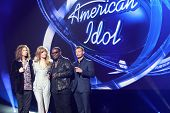 LOS ANGELES - SEP 22:  Stephen Tyler, Jennifer Lopez, Randy Jackson, Ryan Seacrest at the American I
