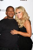 LOS ANGELES - NOV 1: Kyle Massey, Lacey Schwimmer kommt bei den Dancing With The Stars 200. Karte
