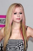 LOS ANGELES - NOV 21:  Avril Lavigne arrives at the 2010 American Music Awards at Nokia Theater on N