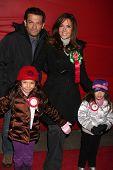 LOS ANGELES - 28 de NOV: Maria Canals Barrera & familia llegan a la Cabalgata de Reyes 2010 Hollywood un