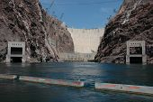 Picture of hoover dam from the river below.