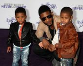 LOS ANGELES - FEB 8:  Usher Raymond and sons Usher Raymond V  and Naviyd Ely Raymond arrives at the