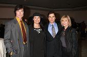 LOS ANGELES - 20 de FEB: Ronn Moss, Devin DeVasquez Moss, Rick Hearst & mamá llega a la Cathol 2011