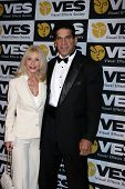 LOS ANGELES - FEB 7:  Carla & Lou Ferrigno arrives at the 10th Annual Visual Effects Society Awards at Beverly Hilton Hotel on February 7, 2012 in Beverly Hills, CA