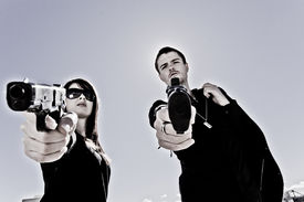 picture of girls guns  - Guy and a girl pointing two guns - JPG