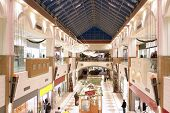 saisonal dekoriert Shopping-mall