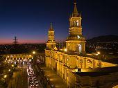 Nocturnal Plaza De Armas e Catedral - Arequipa