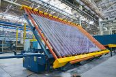 Conveyor belt for a window pane