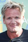 LOS ANGELES - 7 de agosto: Gordon Ramsey chega a 2011 Teen Choice Awards, realizada no Gibson à