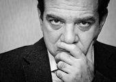 Depresión: Retrato blanco y negro de un hombre triste. Serie