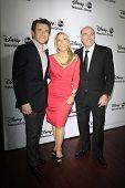 PASADENA - 10 de JAN: Robert Herjavec, Lori Greiner, Kevin O'Leary em Disney ABC Television Group 2