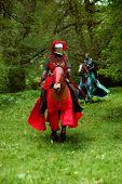 Red Ritter auf einem Pferd