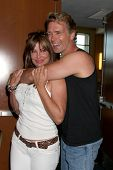 LOS ANGELES - JUL 16: Kelly LeBrock, John Schneider an der Hollywood Show in Burbank Marriott Conve