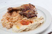 Plaat van mediterrane stijl chicken dinner